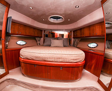 Yacht bedroom with wood finishings: Yacht Restoration